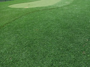 グラウンドの人工芝