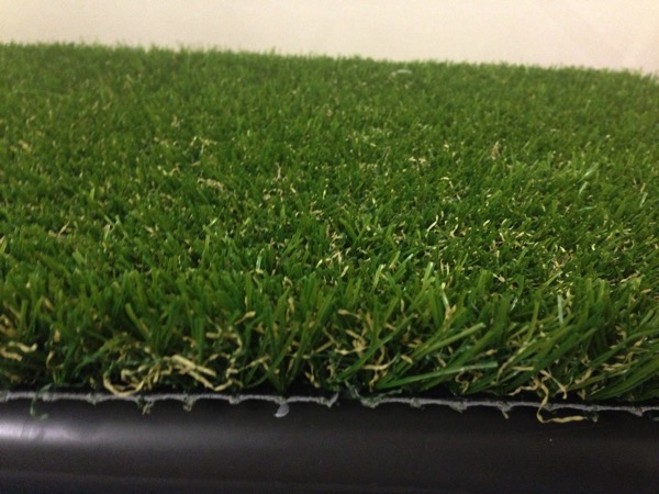 人工芝側面