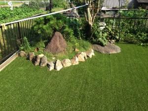 人工芝のある庭