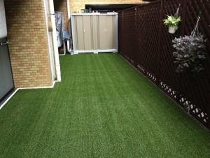 人工芝を設置した庭