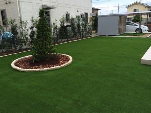 人工芝の美しい庭