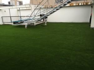 屋外スペースの人工芝