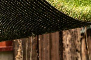人工芝の穴