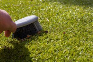 人工芝の掃除_ブラッシング