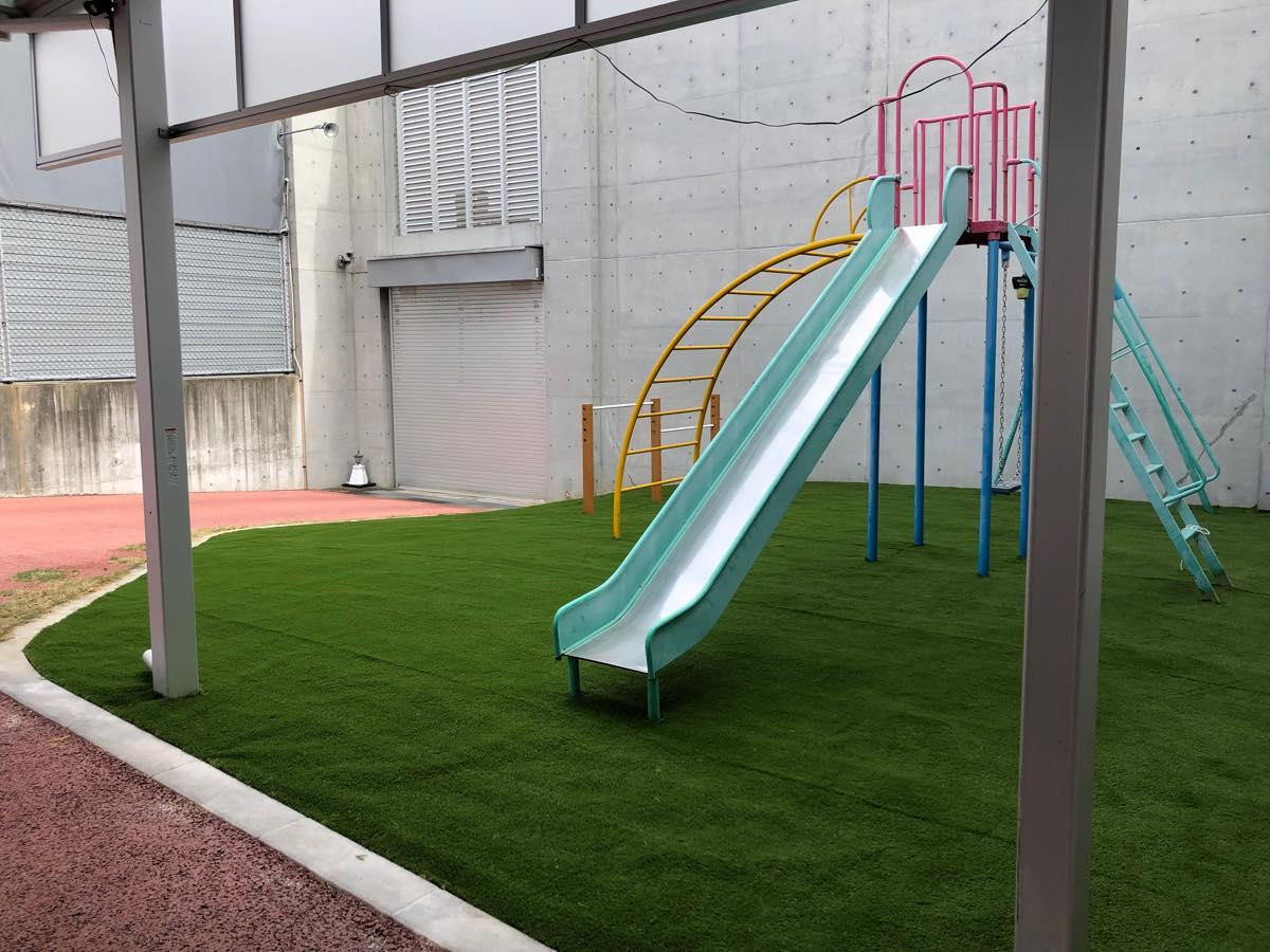 人工芝の公園